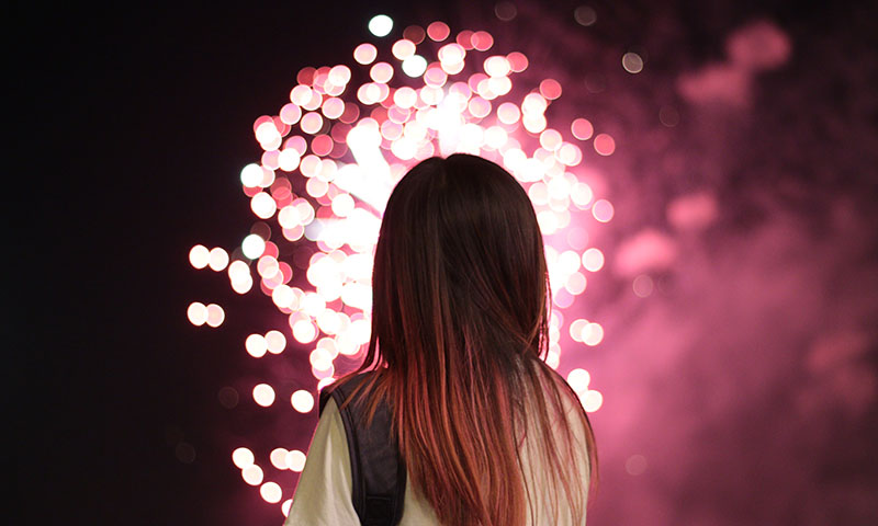 girl-viewing-fireworks