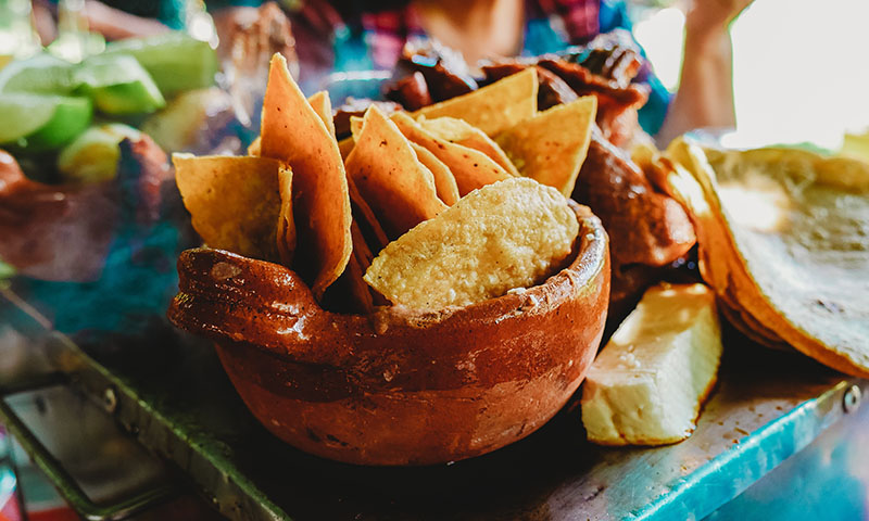 delicious-mexican-dish-chips-salsa