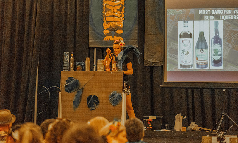 educational-seminar-tiki-oasis-event