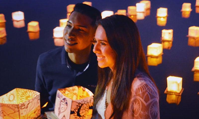 couple-water-lanterns