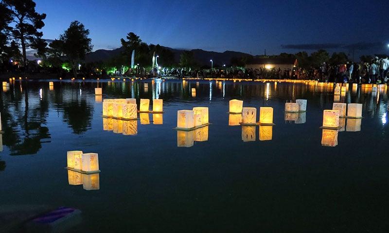 floating-lantern-festival-night-time