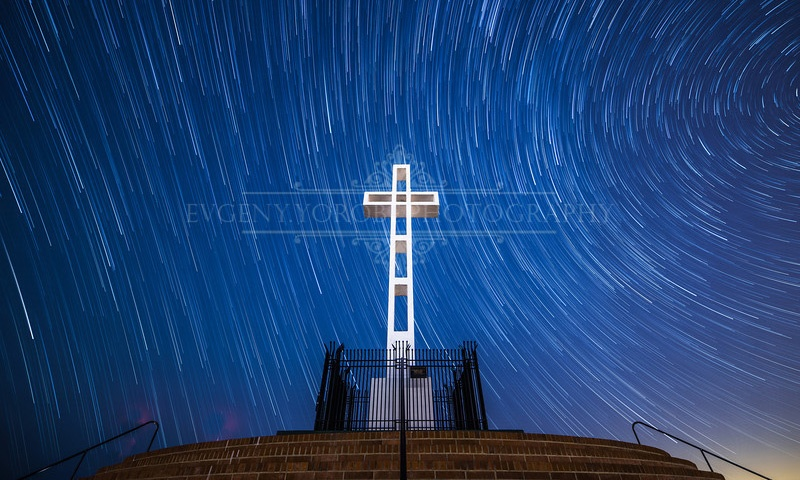 Time-lapse Night View of Mount Soledad Cross in La Jolla