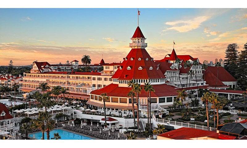 hotel-del-coronado-property-pool-sunset
