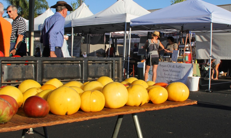 farmers-market-01.jpg