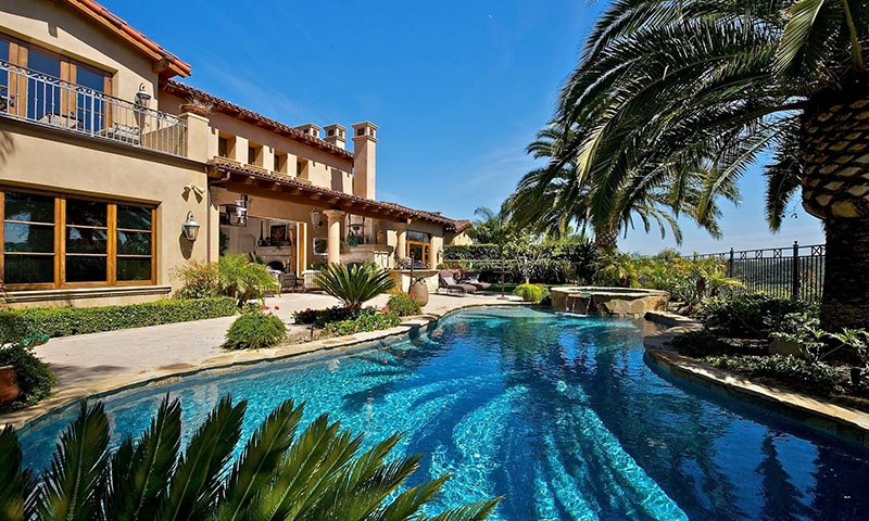 Beautiful expensive home in San Diego with a large pool