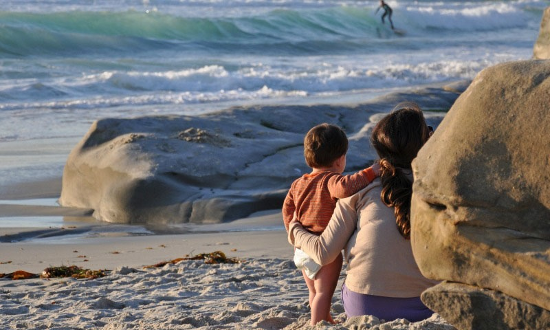 Mother-and-Child-Watching-Surfers-Courtesy-Lisa-Field-SanDiego.org_